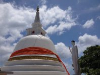 stupa et bouddha au dessus de Trinco