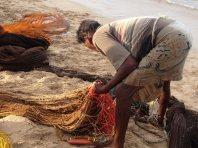 Pêcheur triant les filet